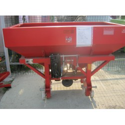 Masina de fertilizat 800 l Masini de fertilizat