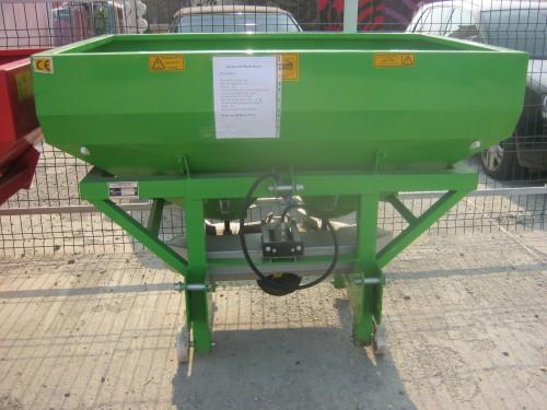 Masina de fertilizat 1000 l Masini de fertilizat