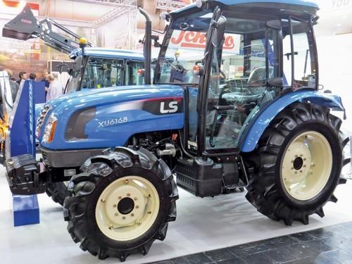 Tractor LS model XU6168 CAB, 68 CP